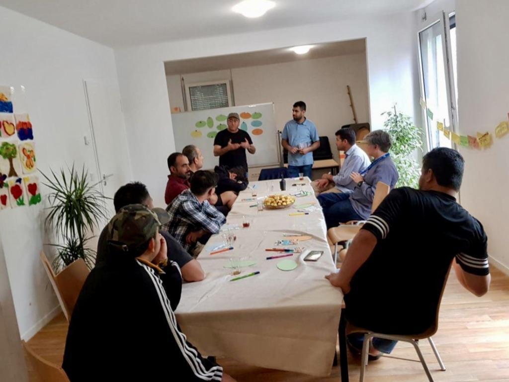 """Das """"Männercafé"""" in der Unterkunft am Senftenberger Ring"""